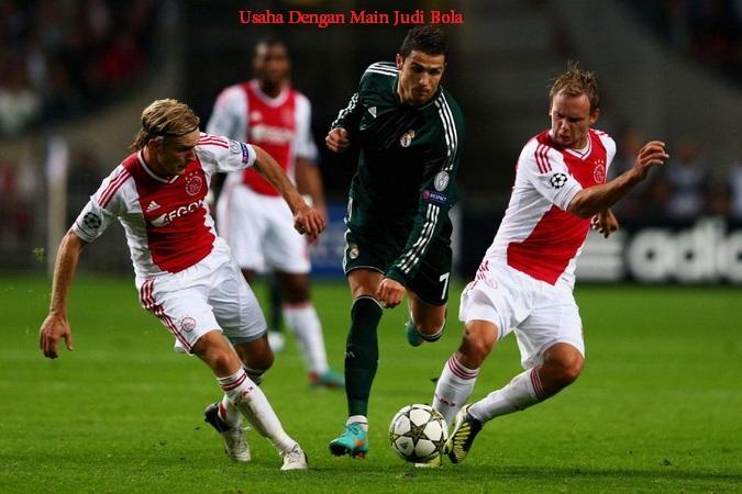 Usaha Dengan Main Judi Bola